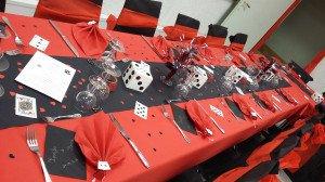 Centre de table fontaine à couleurs (pique, cœurs, trèfles, carreaux), dés géants